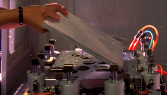 Apple > MacBook 2008 > Lavorazione dello chassis in alluminio