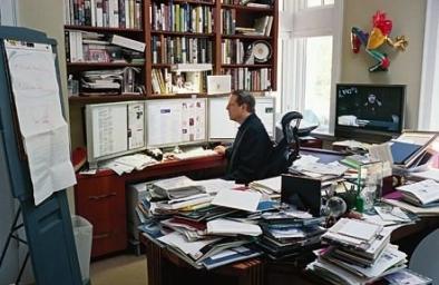Una scrivania incasinata