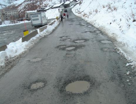 Cervinia > la strada che porta al parcheggio delle funivie (1.11.2008)