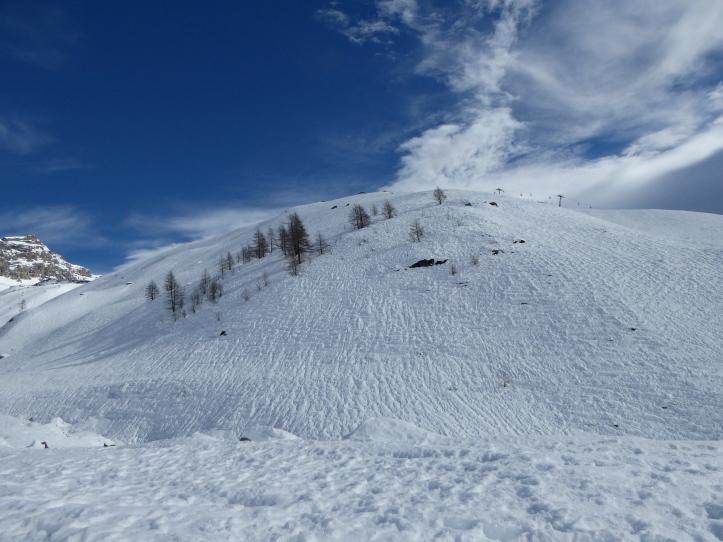 questa la neve a 2200 m.: sembra la fine di aprile...