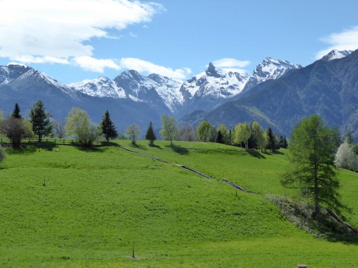 Dal Col d'Arlaz verso Champdepraz e il Monte Avic