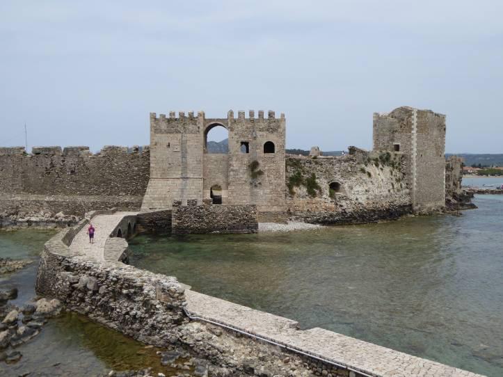 Il lato mare del castello di Methoni