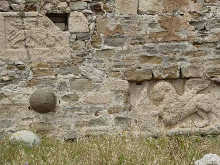 Stemmi veneziani nel castello di Methoni