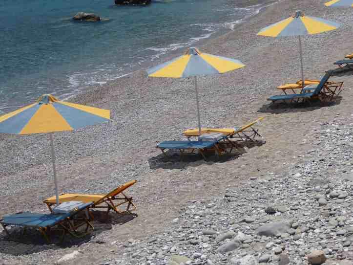 Aghios Nikolaos (Karpathos): gli ombrelloni di To Votsalo
