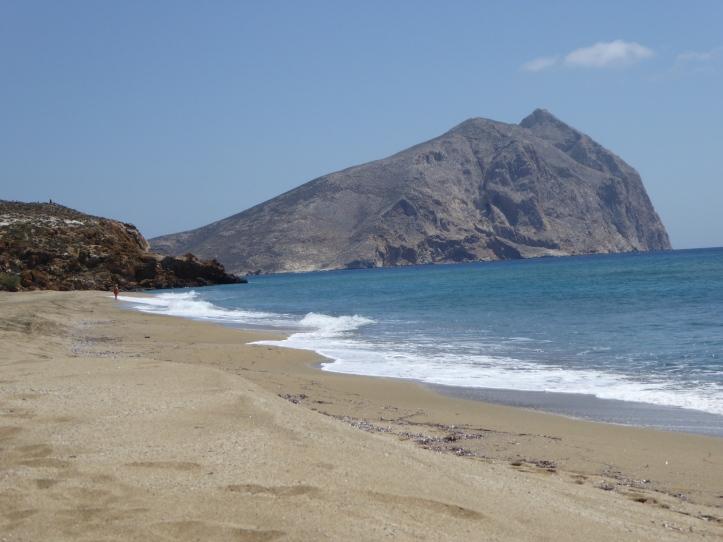 La spiaggia di Roukounas guardando verso est