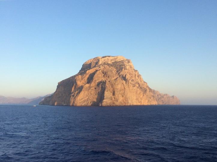La punta est di Amorgos nel sole delle 6