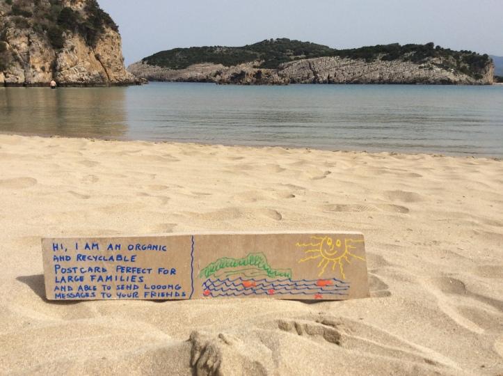 Lasciato sulla spiaggia di Voidokilia a Pylos
