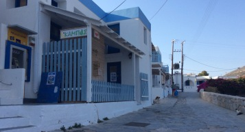 Donousa: bancomat e fruttivendolo