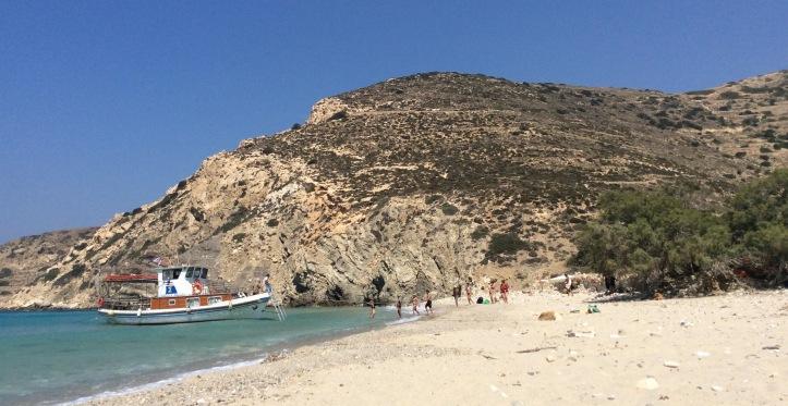 Rifornimenti alla spiaggia di Livadi