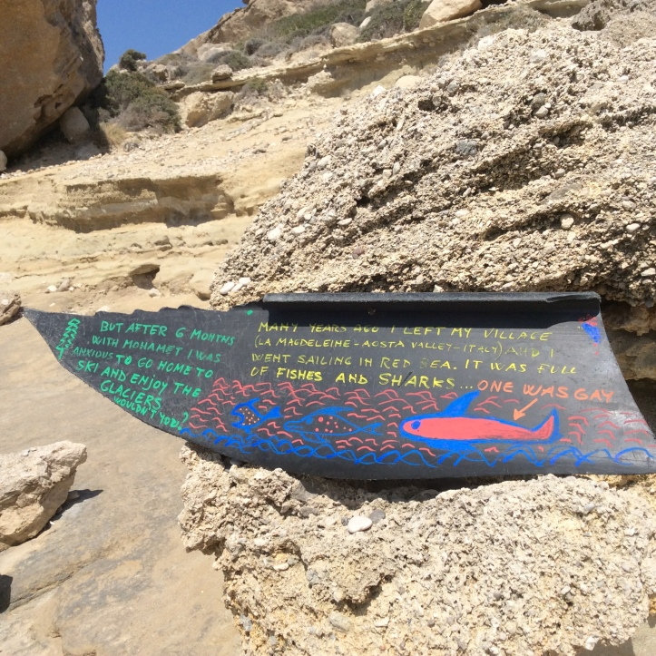 Per dare un po' di colore a un pezzo di plastica sulla spiaggia di Kato Lefkos (Karpathos)