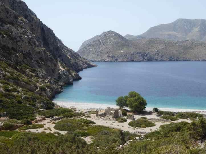 lasciamo alle spalle la baia di Aghios Spiridionas