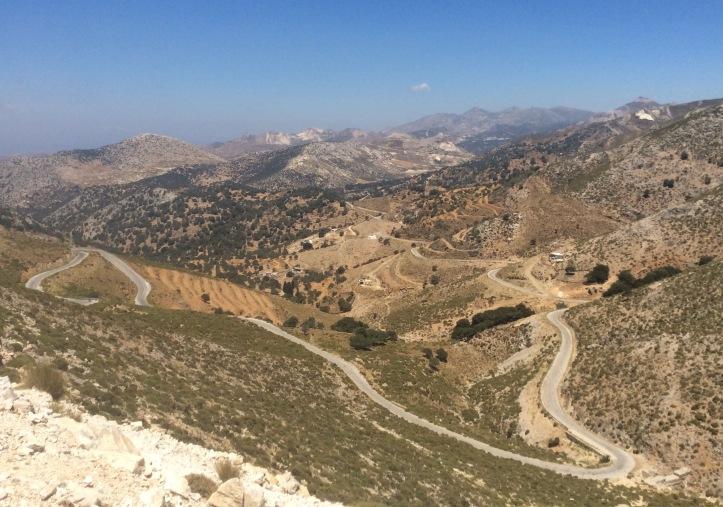 La strada che sale da Apirathes verso Kelados