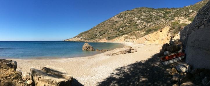 La spiaggia di Nealia a est di Therma