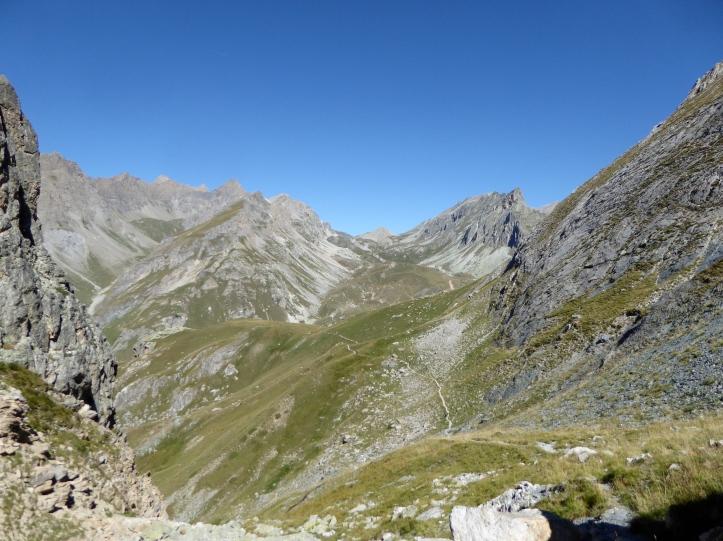 Dal colle Greguri il vallone dell'Infernetto a sx e a dx il il colle Maurin