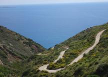 la strada che scende a Fyri Ammos (sud est dell'isola)